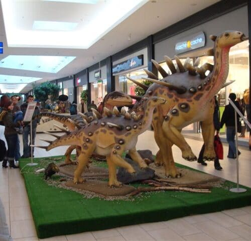 Ekspozycje dinozaurów dla sieci handlowej M1